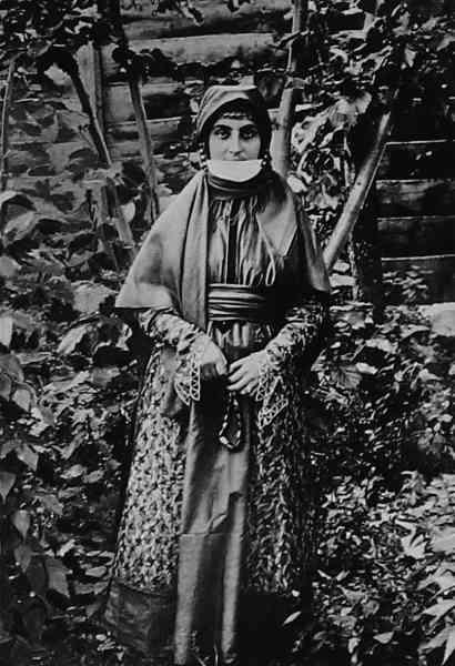 Армянка из Шуши. Конец XIX века ǁ wikimedia.org