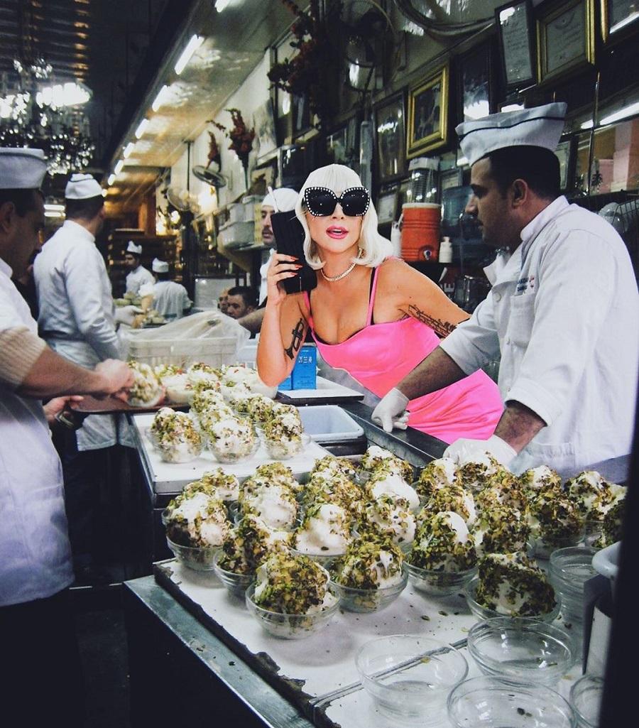 Леди Гага в «Бакдаше» - дамасском кафе, которое продает мороженое с 1885 года | ©Steph Sanossian, instagram.com
