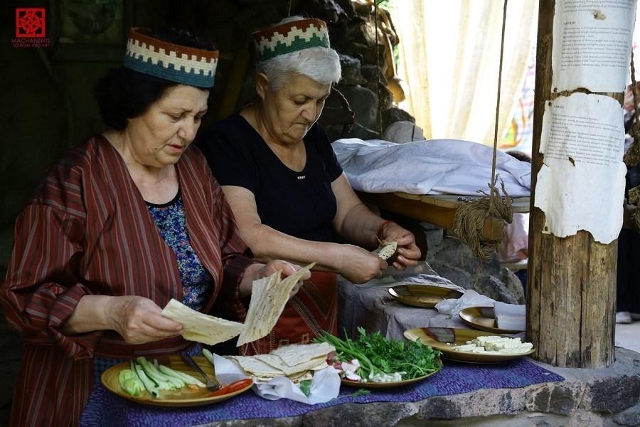 Ресторан «Песня прошедших дней» в Эчмиадзине, где работают только бабушки | hayk.media