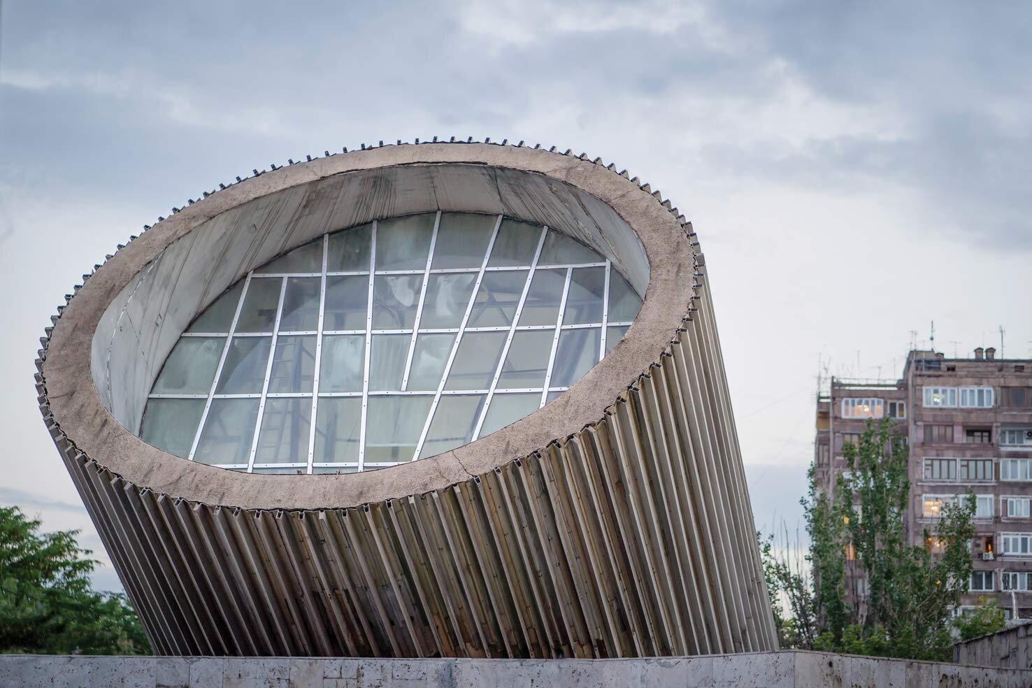 Станция «Еритасардакан», Ереван ǁ amazon.co.uk