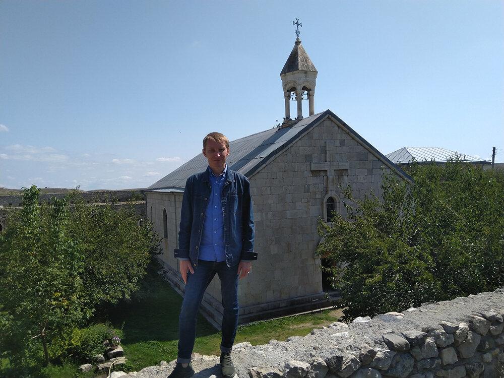 Виктор Коноплёв в монастыре Амарас. Фото: @kanepyan,  facebook.com