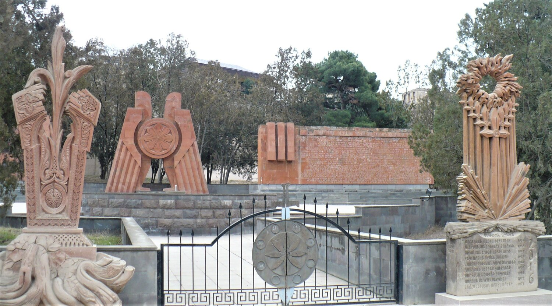 Мемориальный комплекс в память о защитниках Талиша.jpg