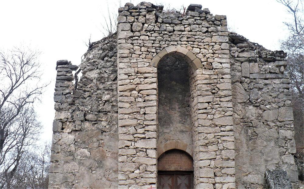 На фото: монастырь XIII века Орекаванк. © Евгения Филатова