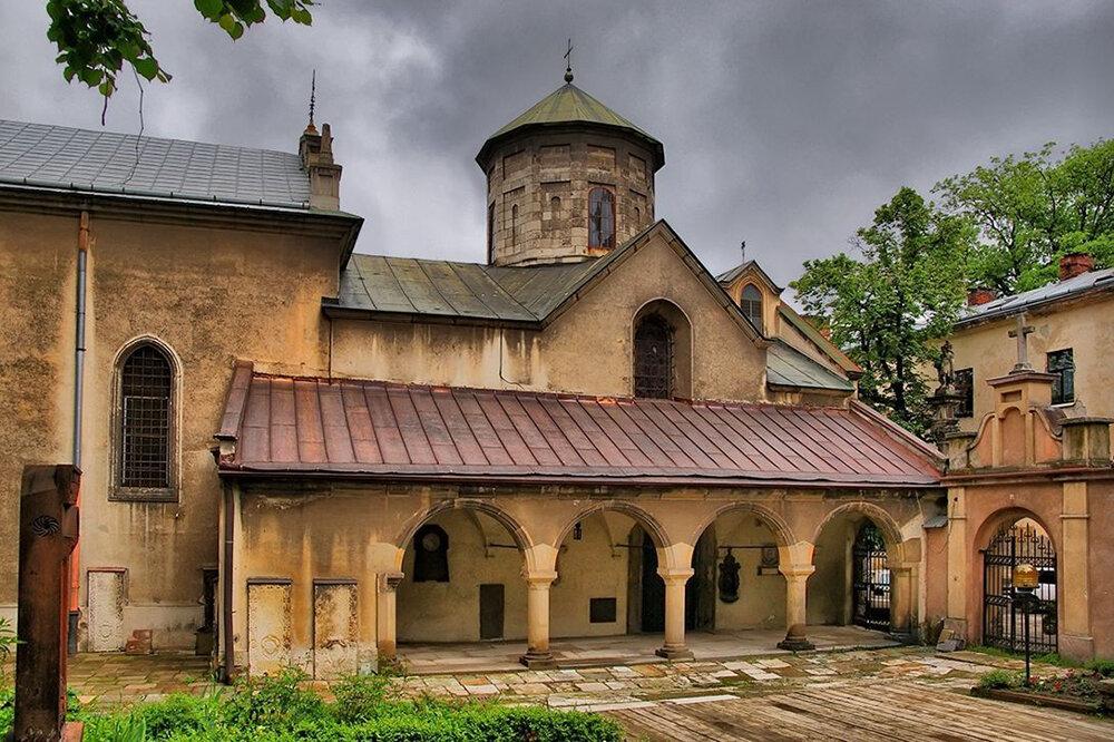 Армянский кафедральный собор Успения Пресвятой Богородицы во Львове. Основан XIV веке. Фото: lookmytrips.com
