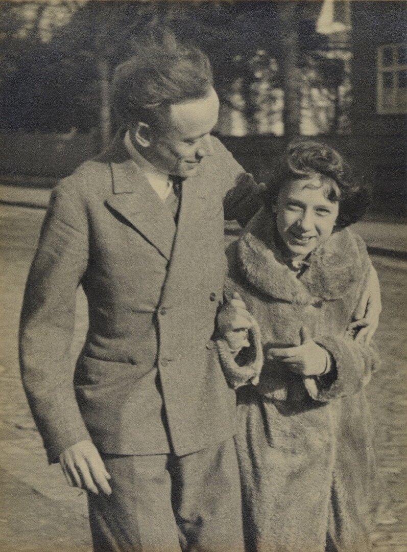 Эмиль Артин с женой. Фото: @antitopor