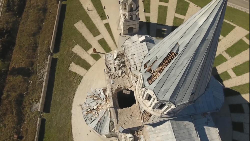 Разрушения собора Святого Христа Всеспасителя в Шуши, нанесенные ударом ВС Азербайджана в 2020 году. Фото: wikipedia.org
