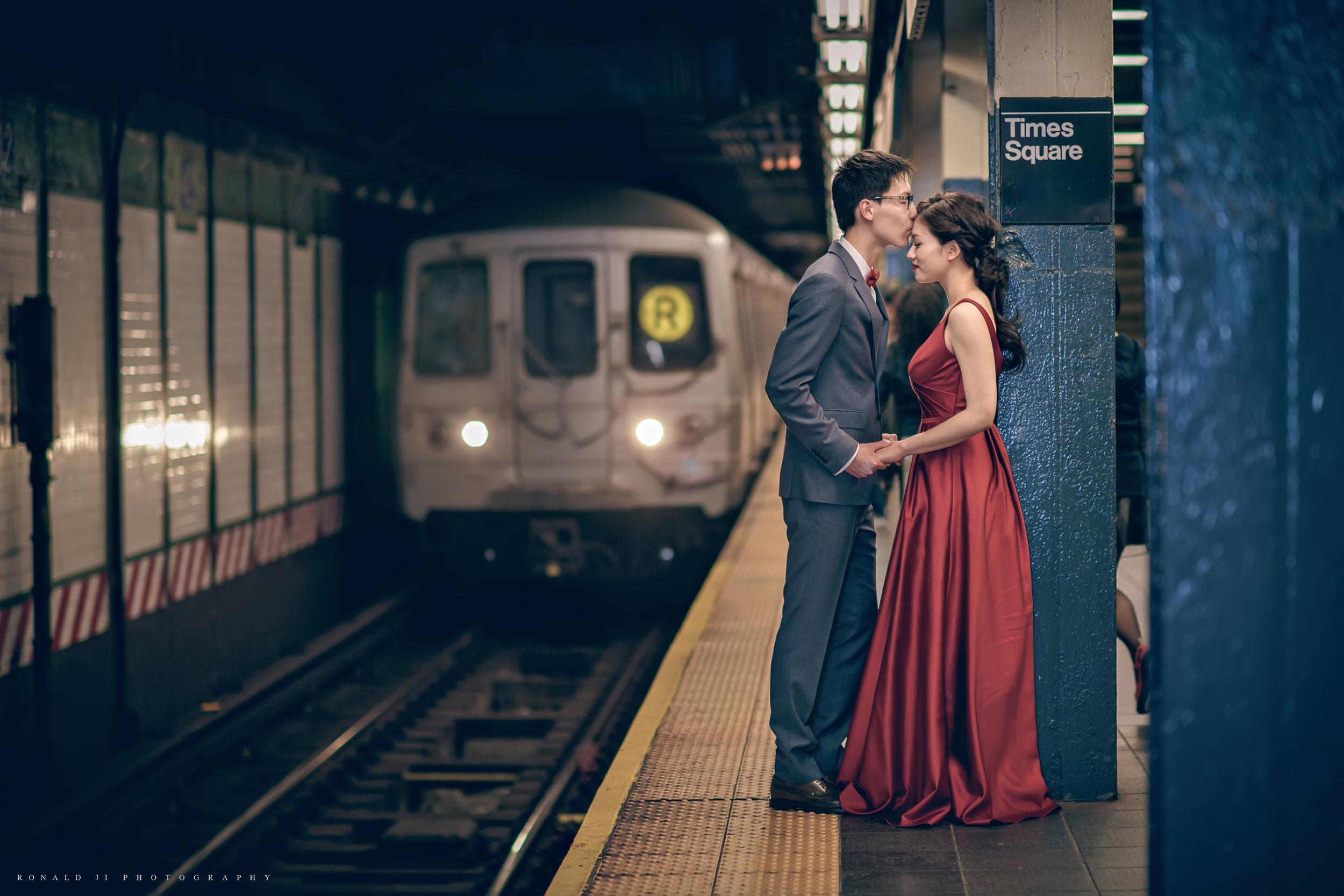 「時代廣場地鐵站42nd St Subway Line」 By Ronald Ji