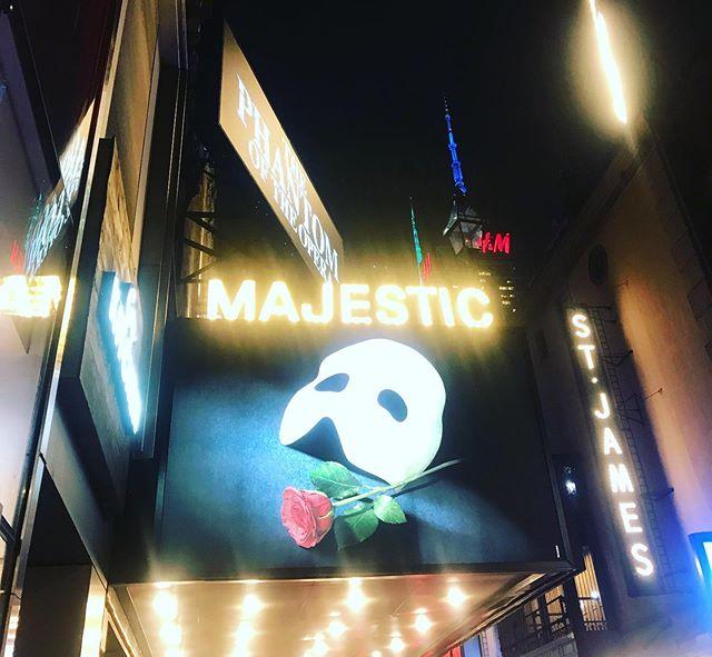經典推薦,歌劇魅影怎麼看都不膩 👍🏻 #hellocities #hellonyc#nyctour#nycguide #broadway#classical#timessquare #紐約深度旅遊 #紐約行程客製化 #紐約歌舞劇#ニューヨーク観光 #ニューヨークガイド #