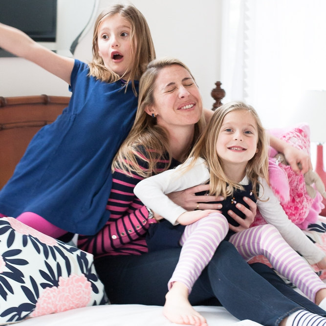 sea green photography, cynthia ragona, rhode island family photographer, laughing mom and girls on bed