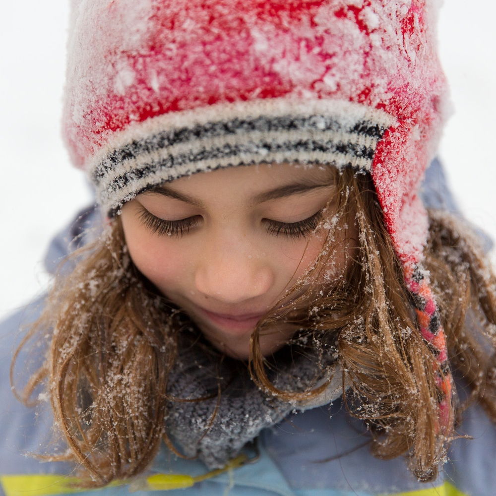 sea green photography, cynthia ragona, child portrait, rhode island family photographer, winter portrait, girl covered snow