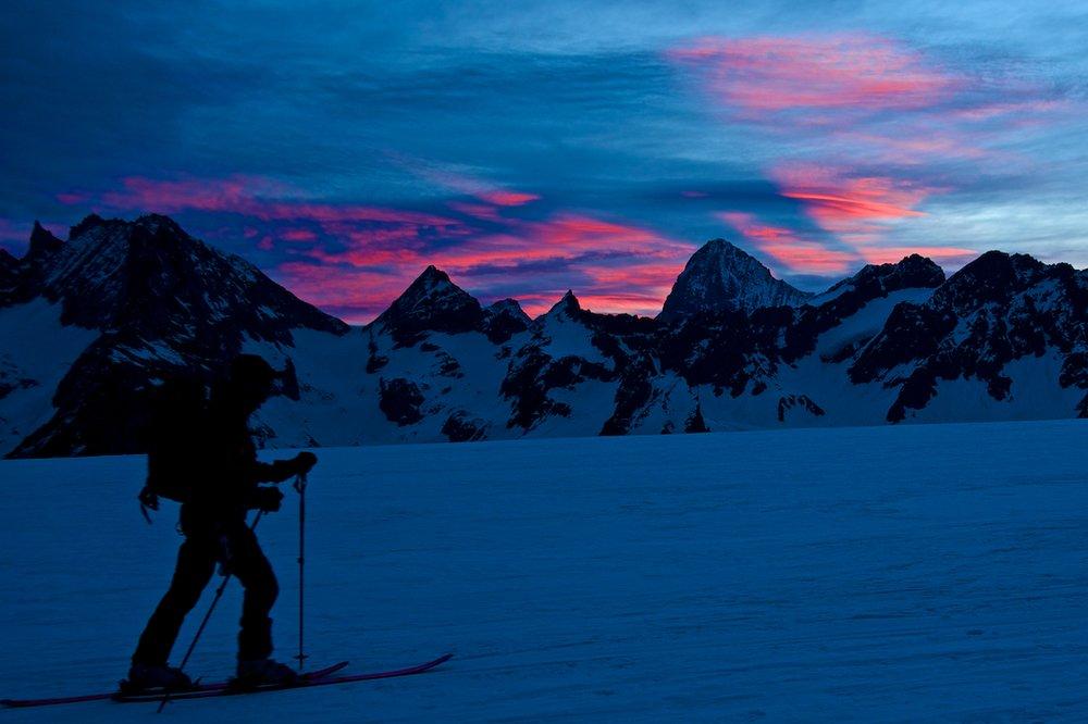 Dawn leaving the Vignettes hut