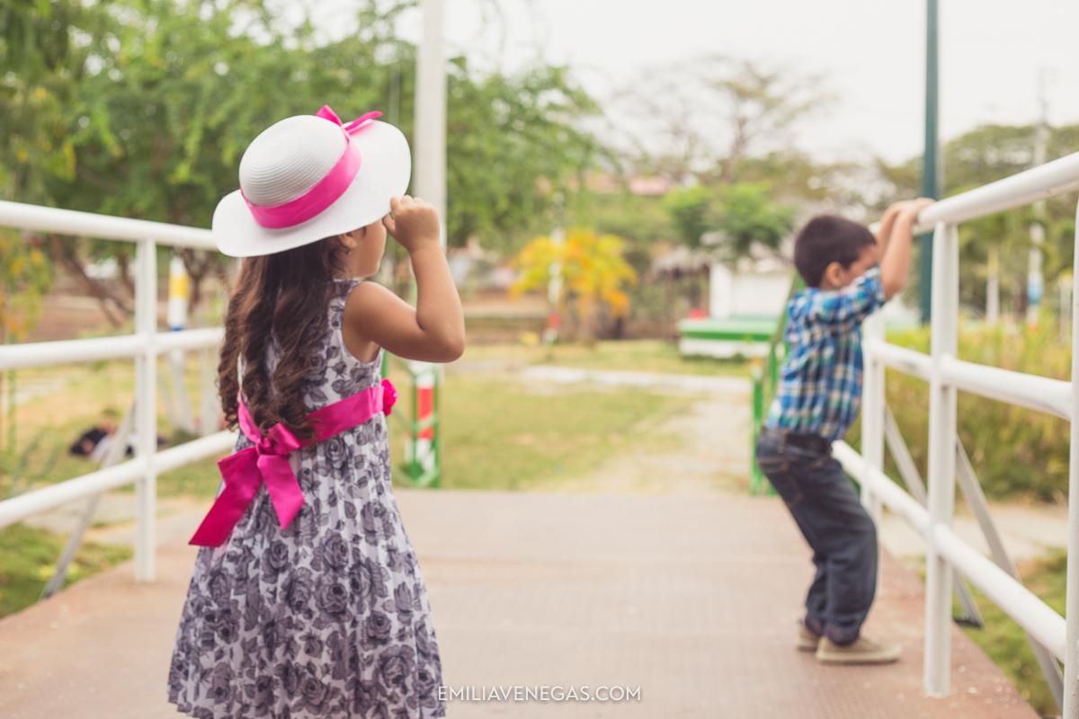 fotografia-familiar-niños-parque-forestal-Portoviejo-3.jpg