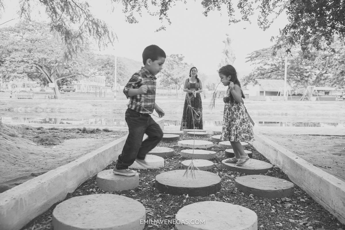 fotografia-familiar-niños-parque-forestal-Portoviejo-15.jpg
