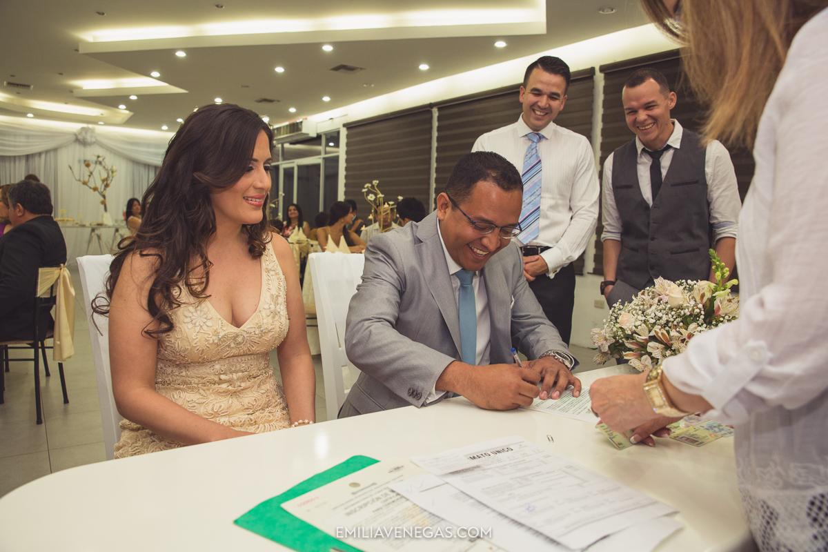 fotografia-pareja-novios-boda-civil-Portoviejo-Manabi-7.jpg
