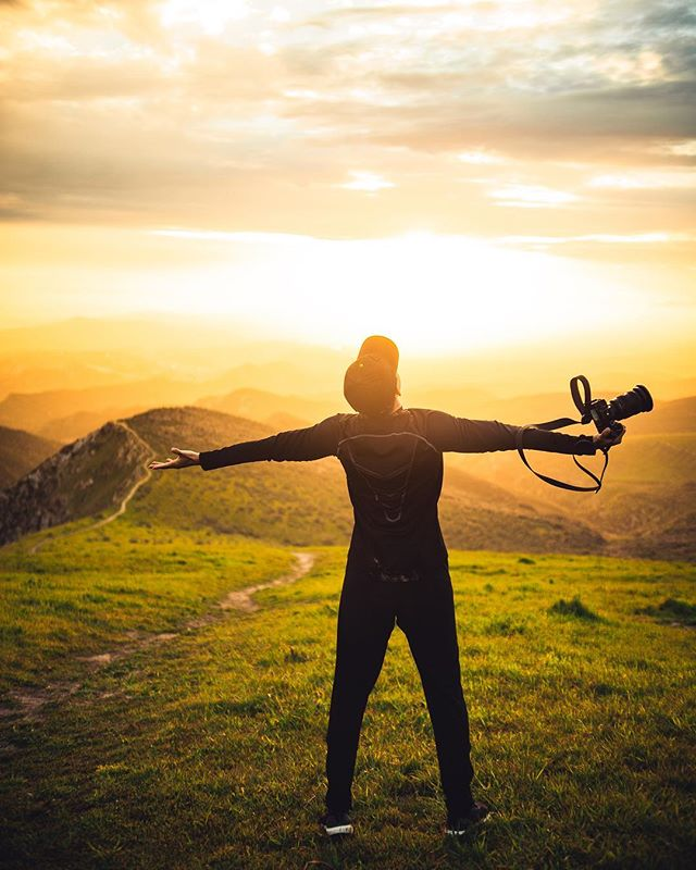How you feel when you get the shot.  In frame: @briandaoo . I need at least 2 more hikes before I leave. . . . .  #travelwriter #travel #instatravel #travelgram #tourism #instago #passportready #travelblogger #wanderlust #ilovetravel #writetotravel#instatravelling #instavacation #travelblogger#instapassport#postcardsfromtheworld #traveldeeper #travelstroke#travelling #trip #traveltheworld #igtravel #folkmagazine #outdoorportrait #sonyalpha7iii #portraitmf #manualfocus #travelblogger #travelholic #instagram #whpweekend #mountainstories