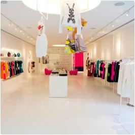 Y vista de la tienda de Lisa Perry en NYC.