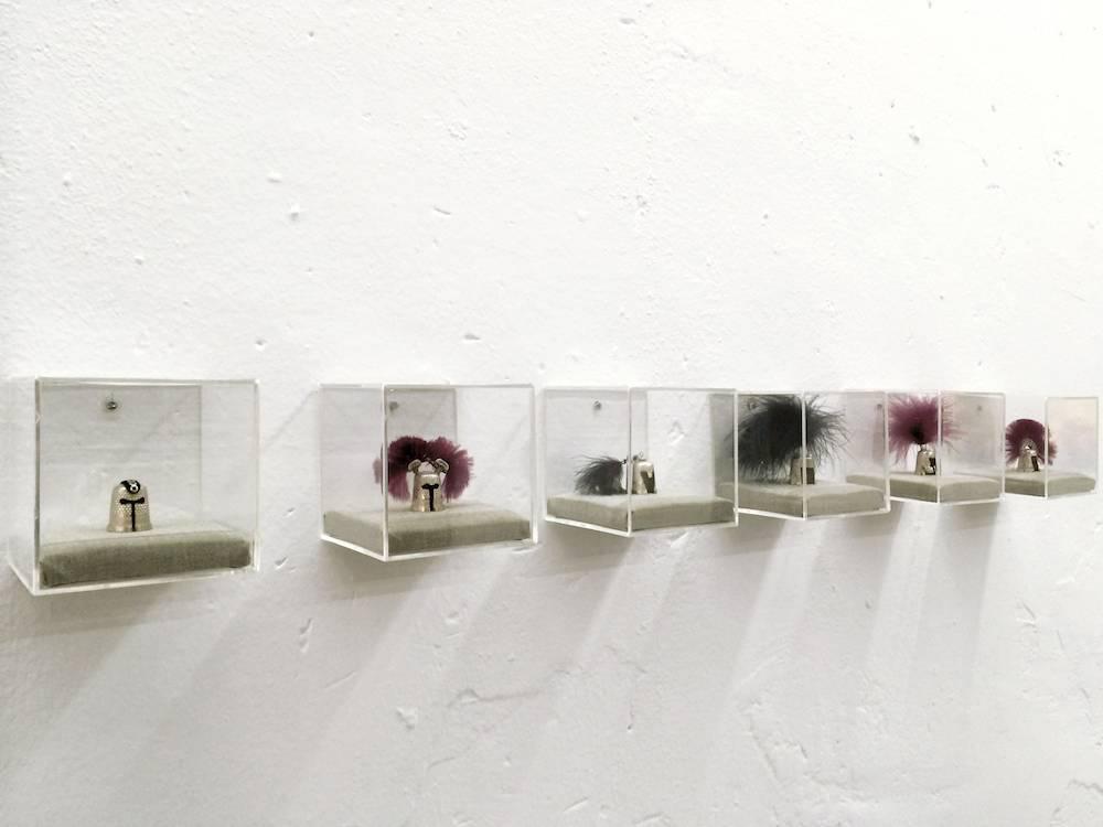 """Laura Piñeiro, """"Belígeras Labores"""", dedales, plumas y fornituras. 10x10x10 cm. Ejemplares únicos pertenecientes a una serie.2013-2014"""