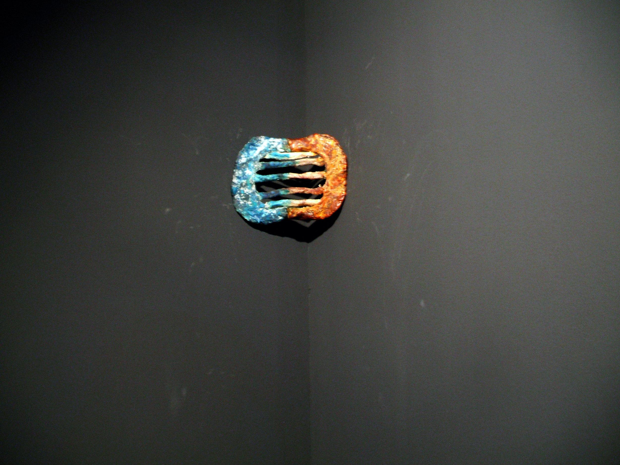"""Semanario sanguíneo"". Serie de iconos. Carne, tripa de cerdo, colorante alimenticio, hilo. 20 x 15 x 1,5 cm. 2011"