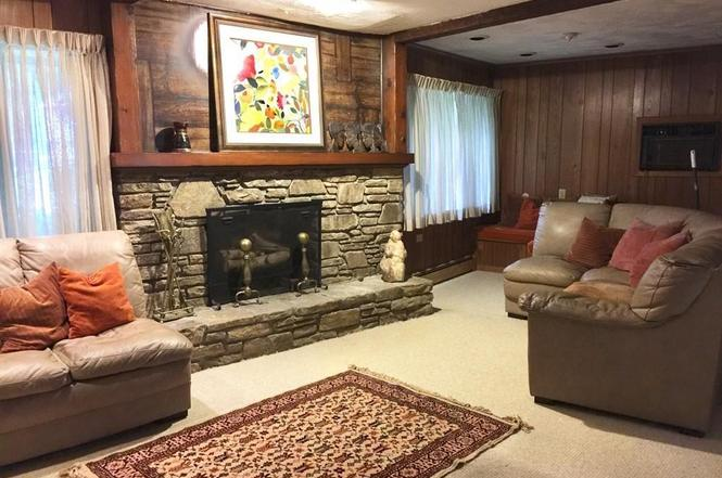 sun-valley-drive-family-room-before.jpg
