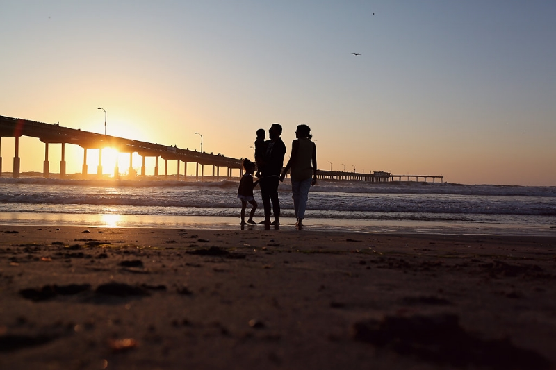 sunset.family.sandiego.romantic.oceanbeach.jpg