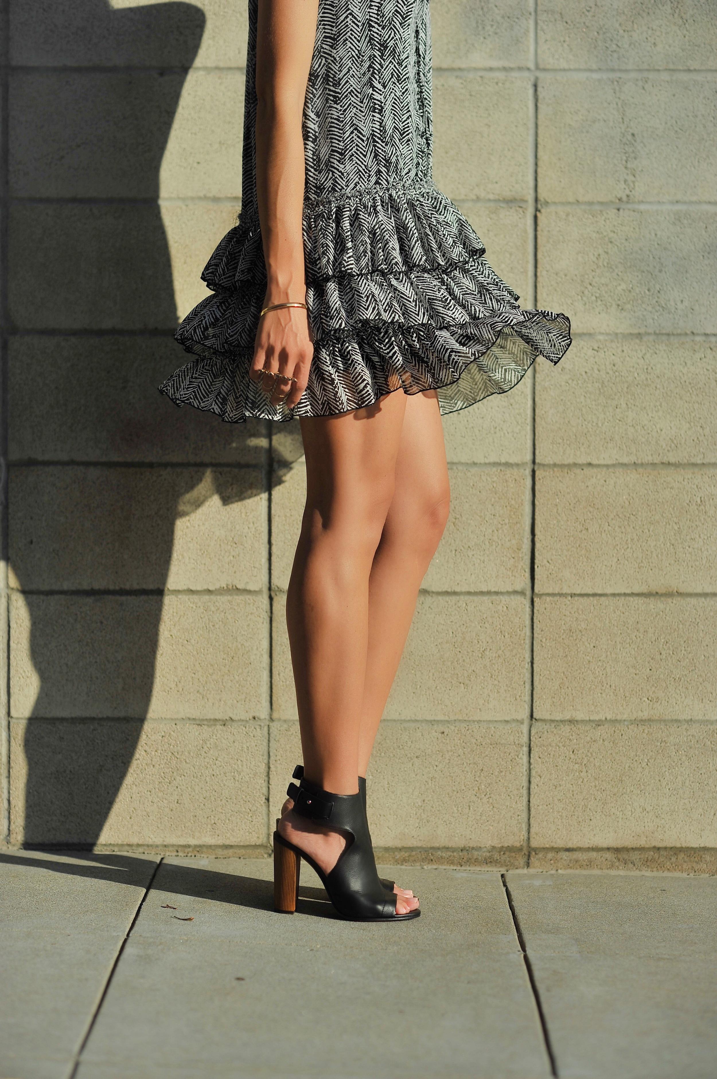 Zara_Dress_VinceShoes_Concrete_jpg