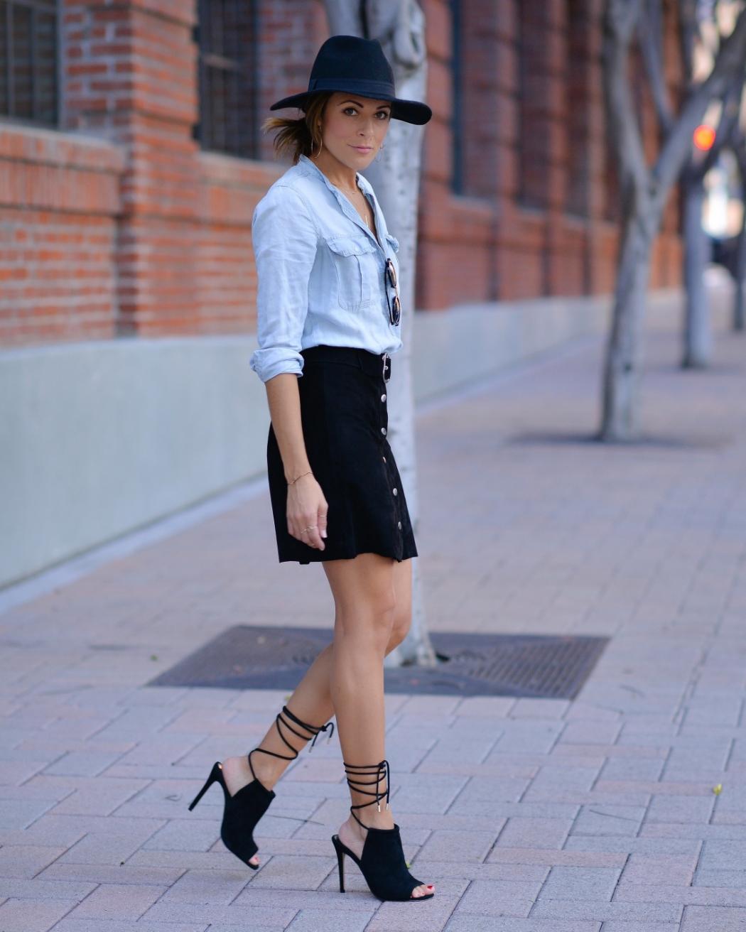 Zara_Suedeskirt_Streetfashion_Streetstyle_Madewell_SteveMadden_LaceUp-Sandals_SanDiego.JPG