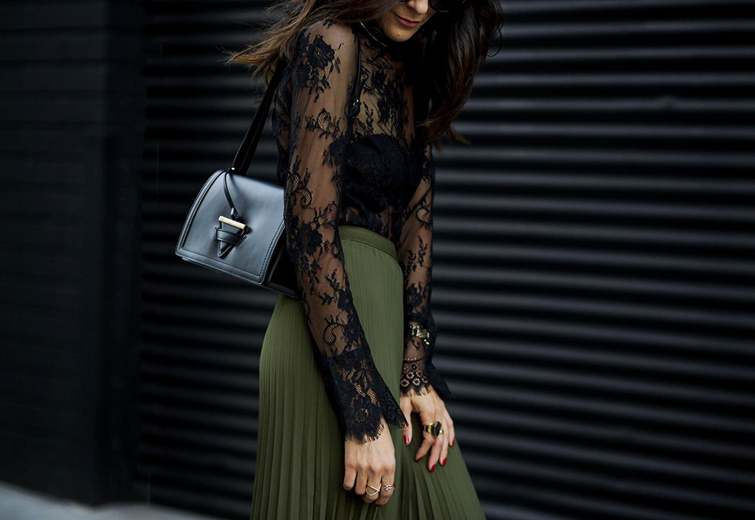 Holiday_Style_In_H&M_Camelia_Roma_Shoulderbag.jpg