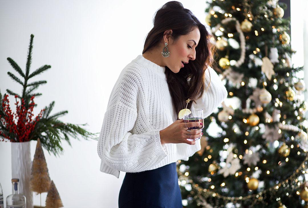 Christmas_Bar_Cart_Stockings_Cockctail_Time.jpg