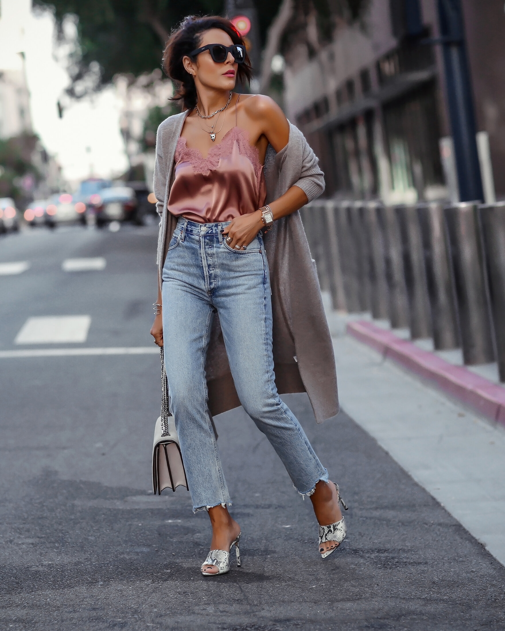 Brunetter Woman in Satin and High Rise Jeans
