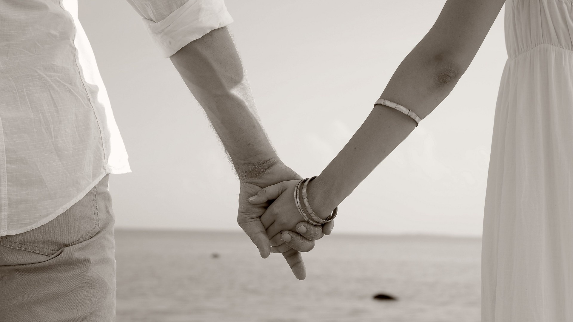 Boy-Girl-Cute-Couple-Holding-Hands-Wallpapers.jpg