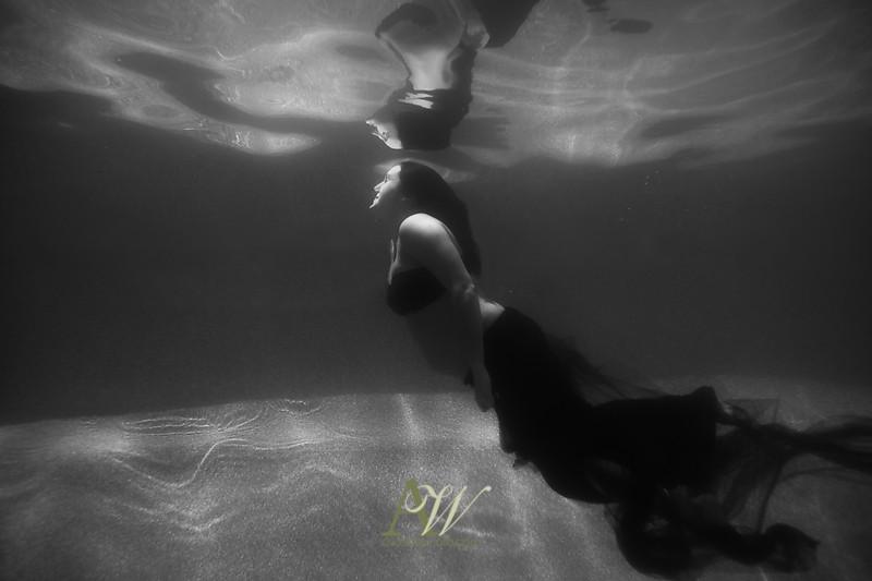 underwater-maternity-portrait-rochester-ny2