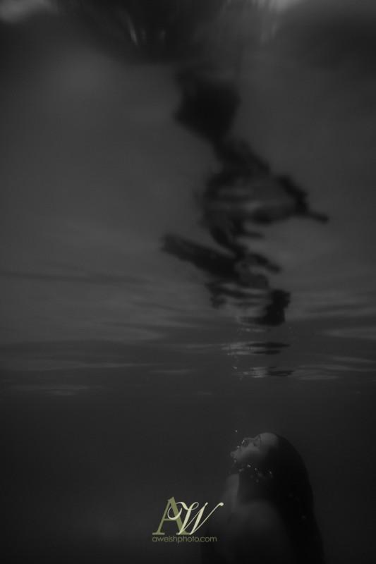 underwater-maternity-portrait-rochester-ny3