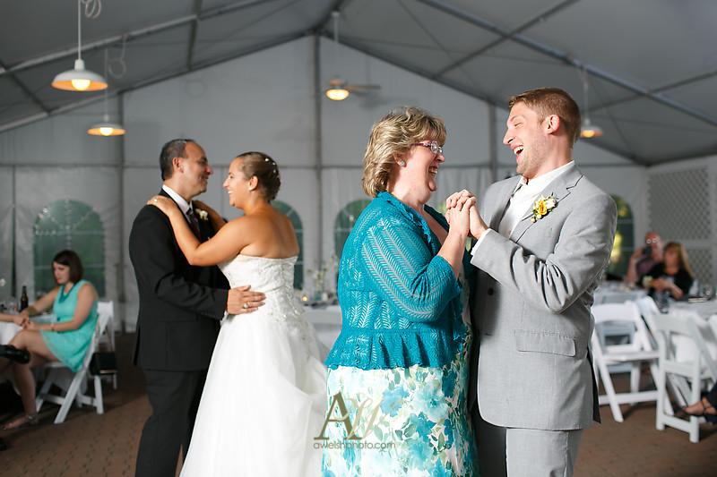 mandi-daniel-shadow-lake-rochester-ny-outdoor-wedding30