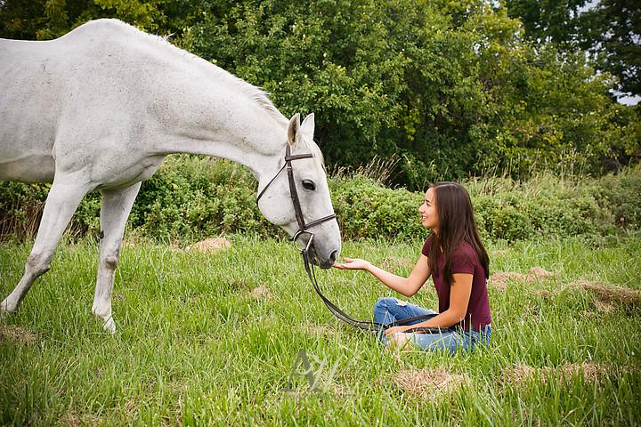 isabelle-park-outdoor-equestrian-horse-senior-portrait05