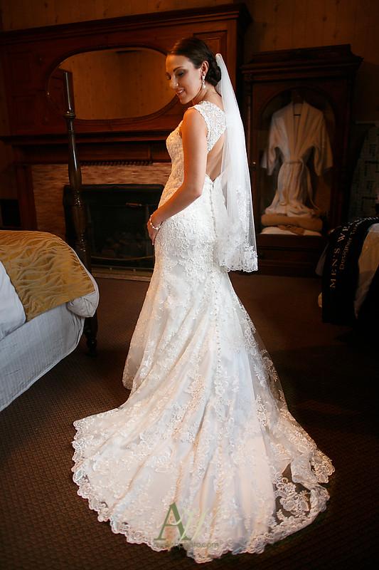 Alyssa-Sam-Geneva-NY-Belhurst-Wedding-Photos10