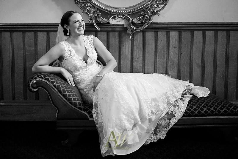 Alyssa-Sam-Geneva-NY-Belhurst-Wedding-Photos12