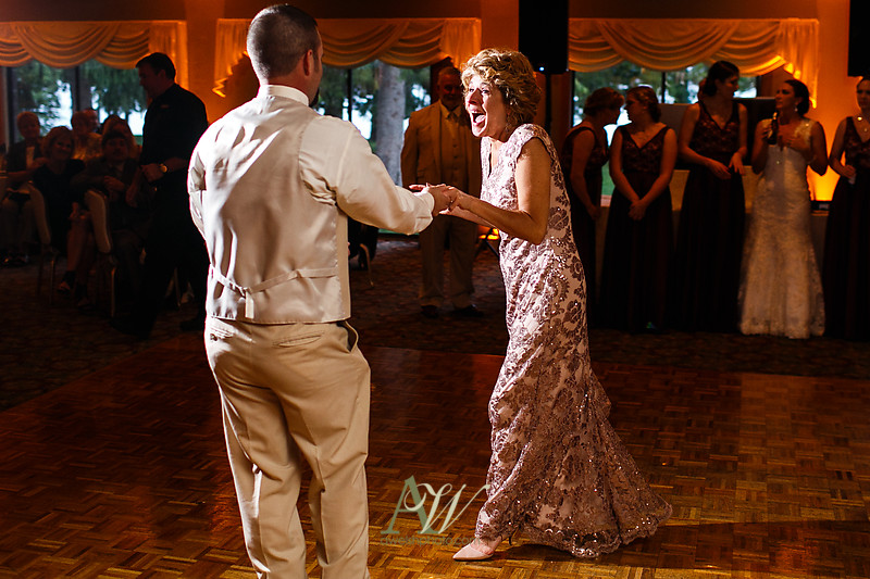 Alyssa-Sam-Geneva-NY-Belhurst-Wedding-Photos24