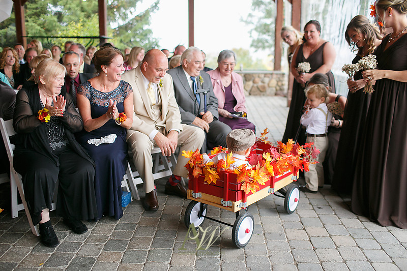 lisa-brandon-bristol-harbor-resort-fall-wedding18
