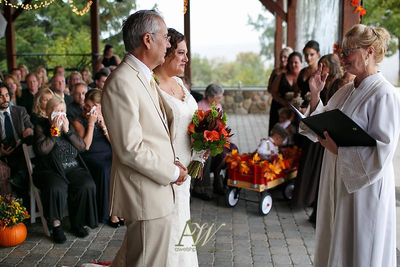 lisa-brandon-bristol-harbor-resort-fall-wedding19