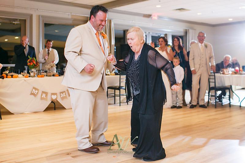 lisa-brandon-bristol-harbor-resort-fall-wedding41