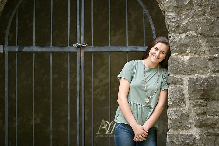 elizabeth-penfield-high-school-senior-portrait-park-volleyball02.jpg