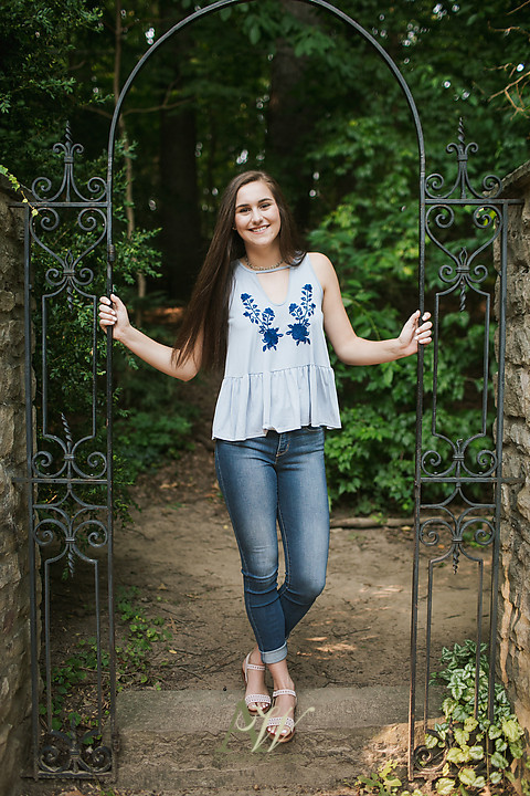 elizabeth-penfield-high-school-senior-portrait-park-volleyball01.jpg