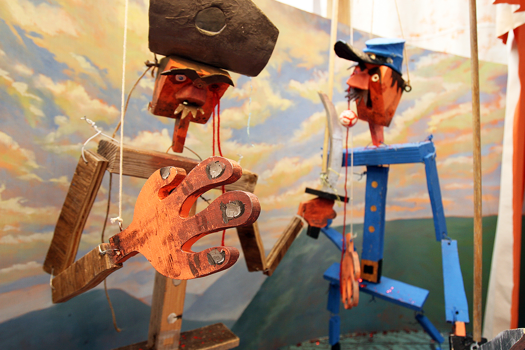 """Detail of """"Rebel vs. Yankee"""" puppet show at Wayne White's """"Sand Mountain Tractor"""" 2011 exhibition at Western Project"""