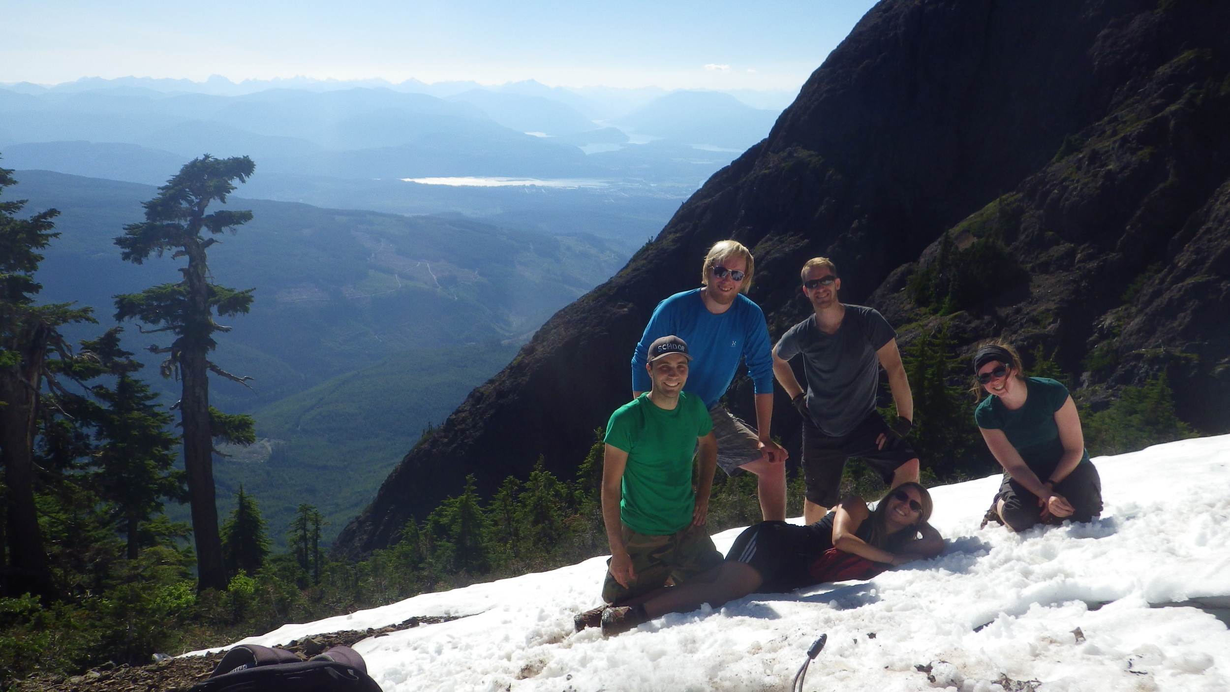 Private hiking tour in Vancouver with group.