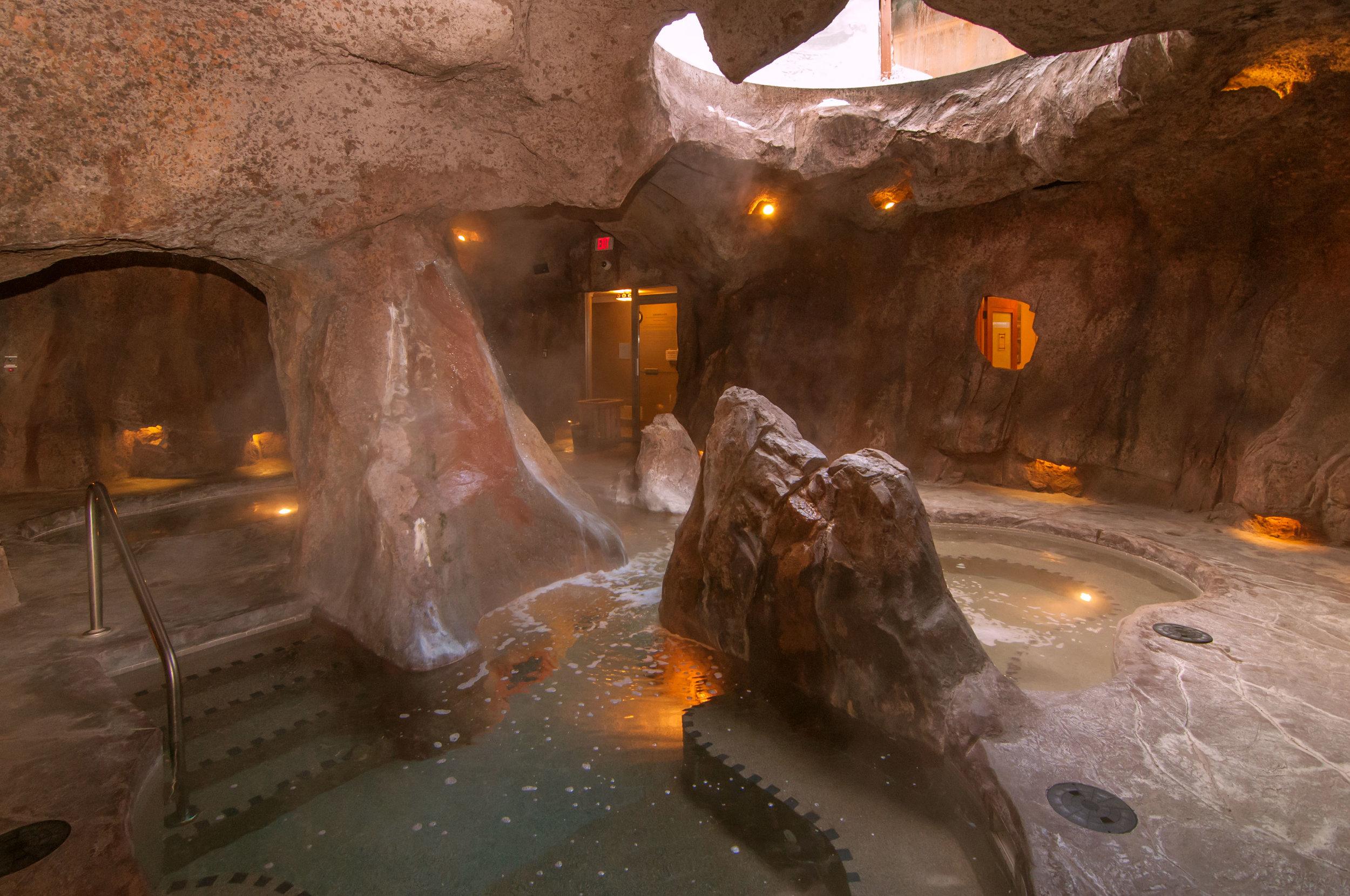 Hot_pool_-Cave_+_Basin_themed.jpg