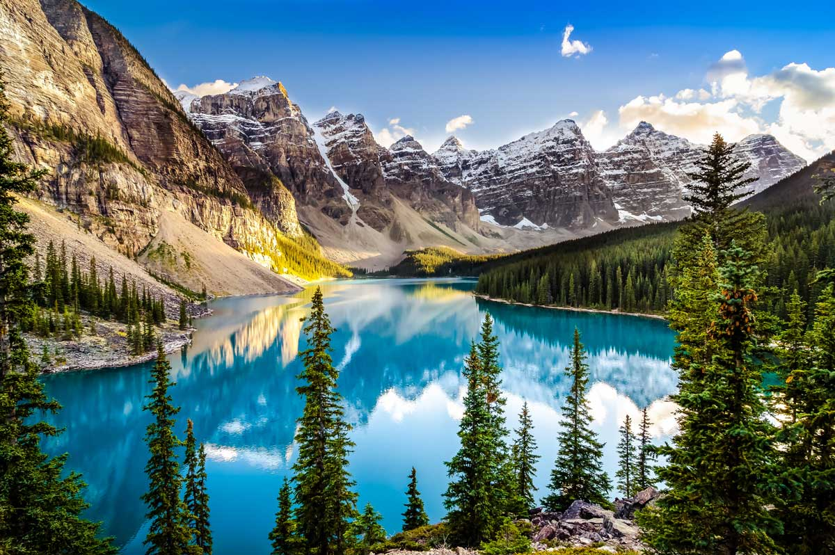 Guided camping tours in the Canadian Rockies at Moraine Lake