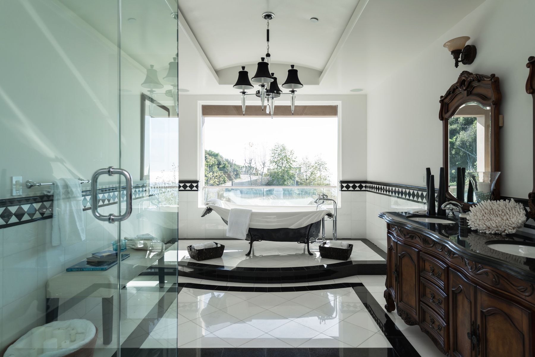 Laguna-Beach-Home-Master-Bathroom.jpg