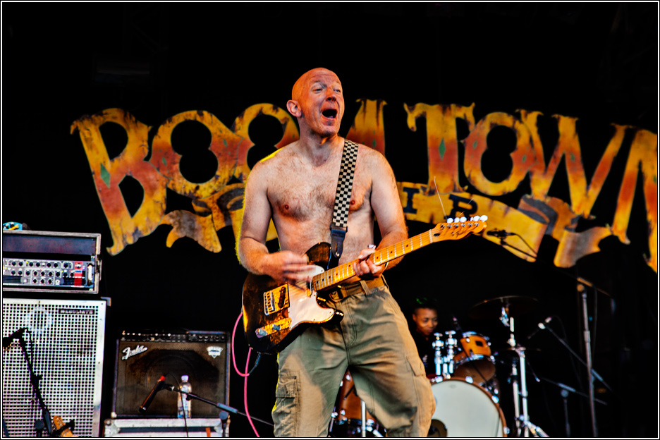 Magpie photography. Boomtown fair 2013 (34)bad manners.jpg