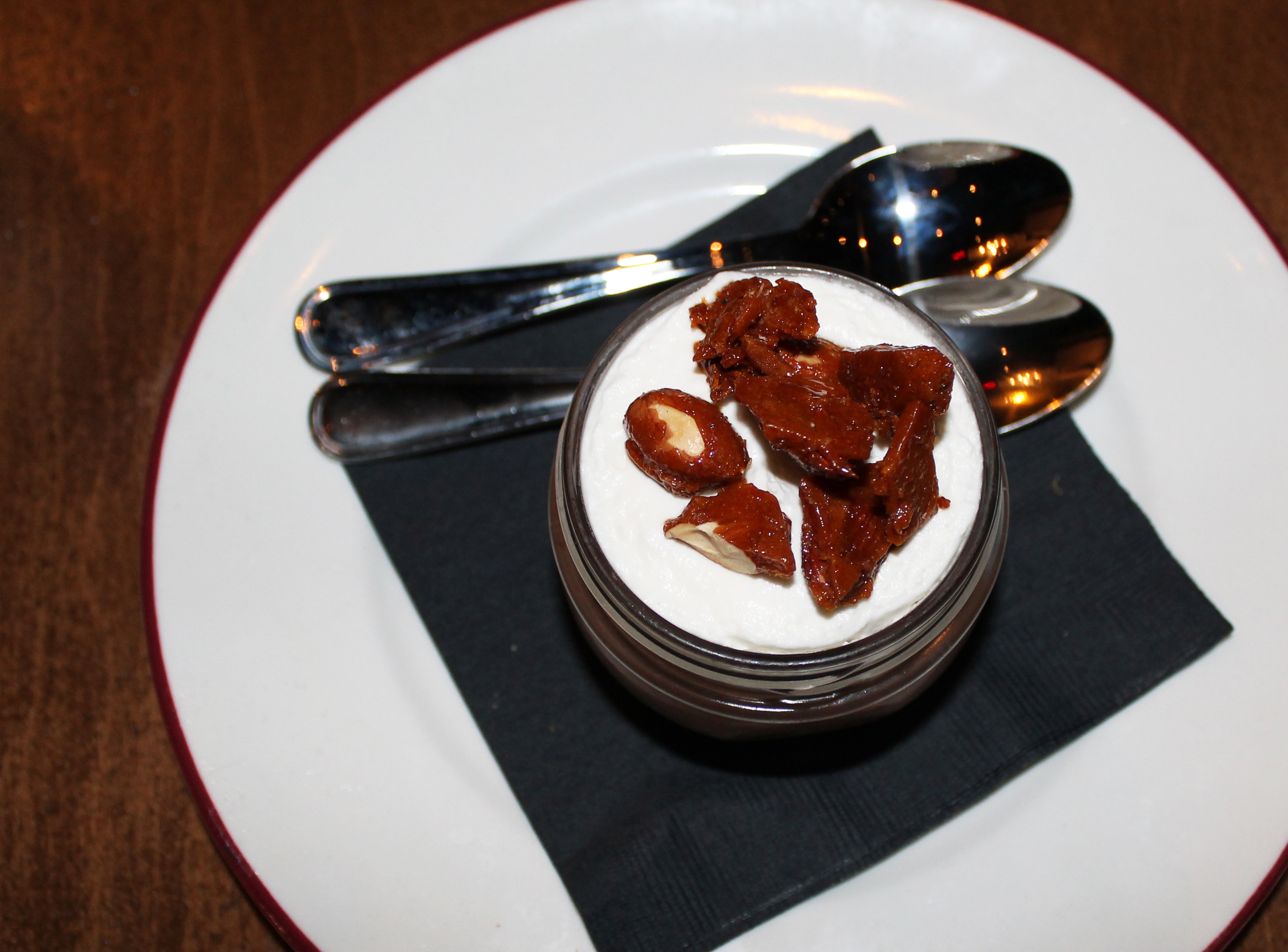 Chocolate mousse with brittle