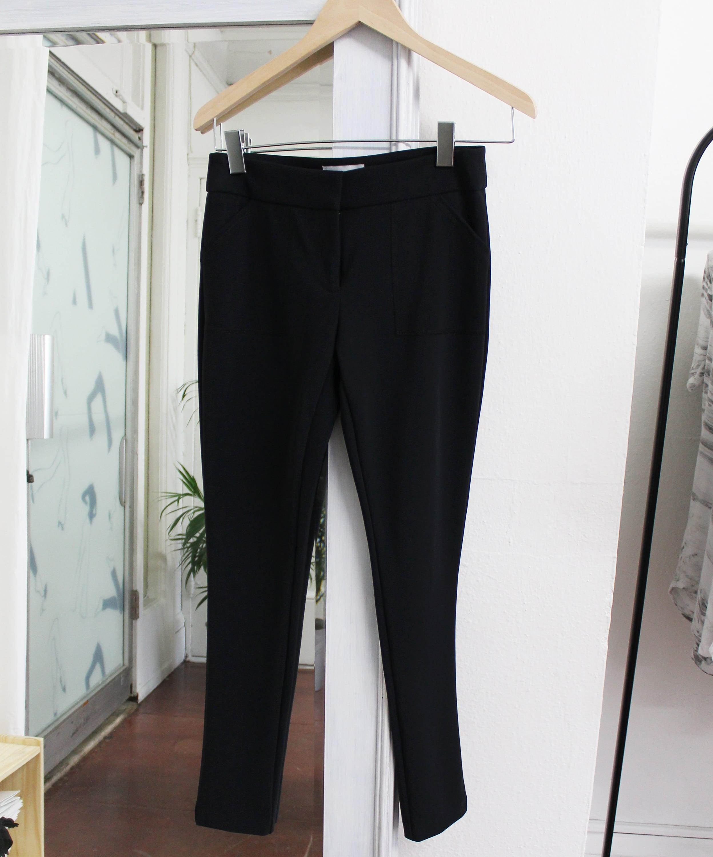 The  Skinny Ankle Pants  in Black